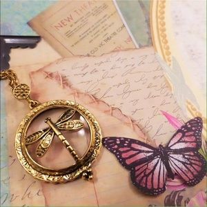 Jewelry - Vintage gold butterfly magnifying glass necklace!